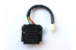 Regulátor napětí na skútr, ATV, moto:   1 zásuvka - 5 pinů   rozteč šroubů 55 mm